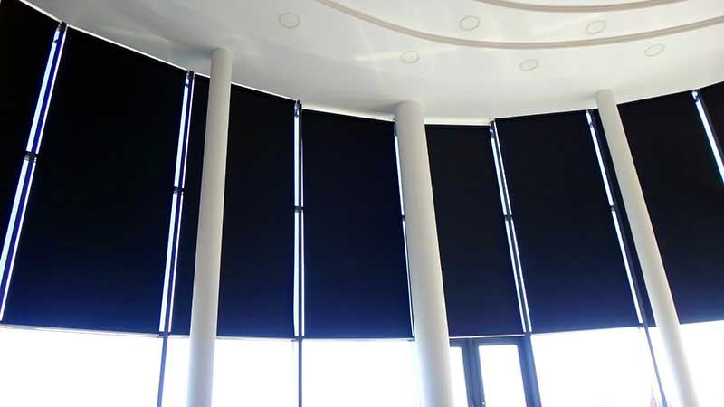 Рулонные шторы системы Макси с электроприводом