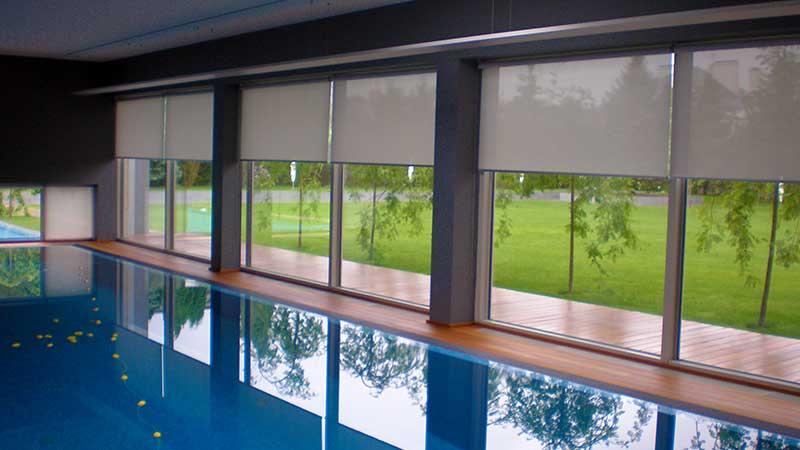 Автоматические рулонные шторы в бассейне г. Саратов