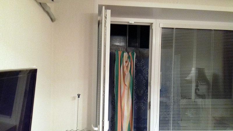 Жалюзи Исотра на балконной двери